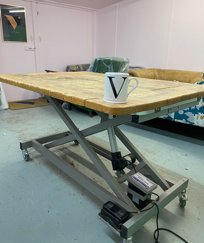 Upholstery workshop hydraulic table with pine top
