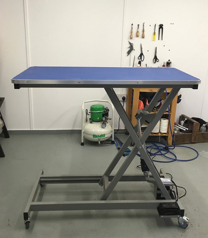 Upholstery workshop hydraulic table